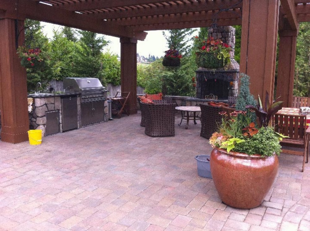 Outdoor Kitchen Areas